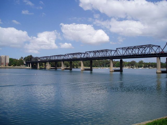 Iron Cove Bridge, Drummoyne-Rozelle NSW (Wikipedia)