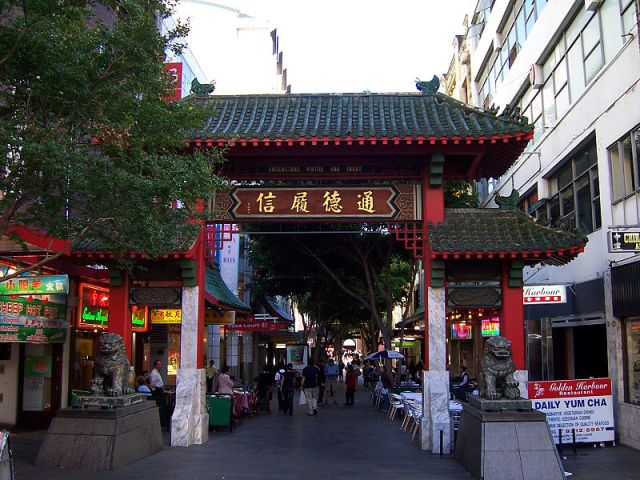 Chinatown entrance, Dixon and Hay Street intersection, Sydney (Chinatownsyd/Wikipedia)