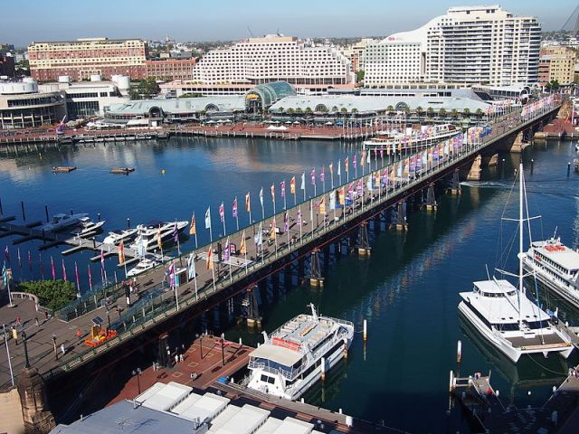 Pyrmont Bridge, Pyrmont (Nick-D/Wikipedia)