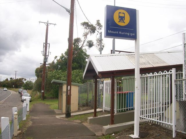 Mount Kuring-gai station western entrance, Mount Kuring-gai NSW (Abesty/Wikimedia Commons)